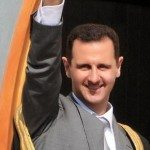 Assad melambaikan tangan