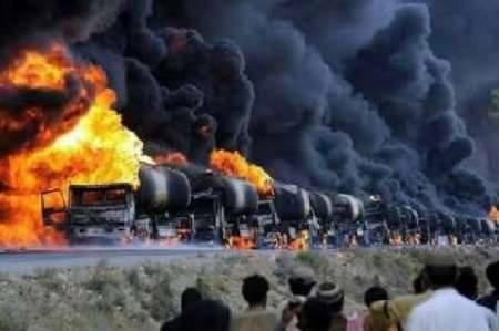 truk tanki minyak terbakar
