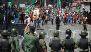 demo warga Palestina menentang Israel