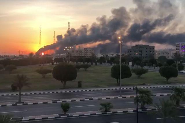 kebakaran kilang minyak saudi