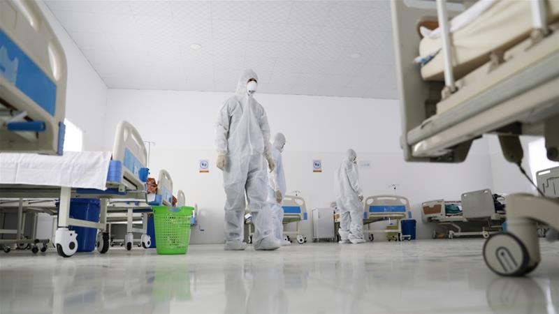 staf medis anti-corona di sanaa yaman