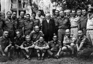 Foto kemenangan Perang 6 Hari para jenderal Israel bersama Presiden Israel, Zalman Shazar (foto: koleksi Miko Peled)