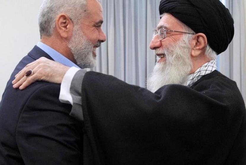 ayatullah khamenei dan ismail haniyeh 2