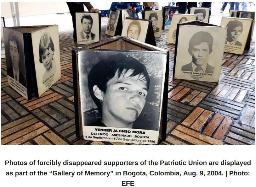 Foto para pendukung Persatuan Patriotik (UP)  yang dihilangkan secara paksa. Foto dipamerkan di Bogota, 9 Agustus 2004. | Foto: EFE