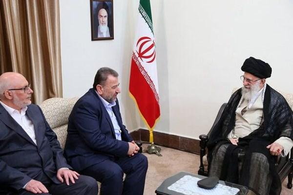 saleh al-arouri dan ayatullah khamenei
